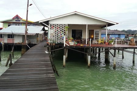 F4 Family Bonding in Water Village - Kampong Ayer