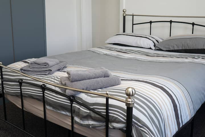 Hullidays》University Quarter 4 Bed House