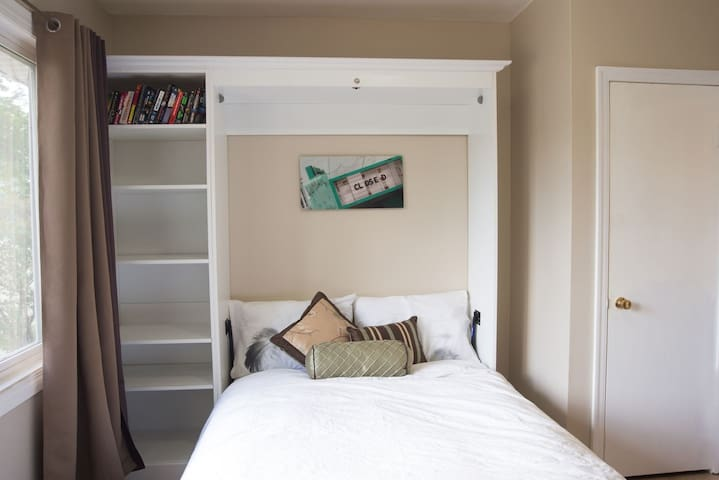 ✮Cozy Studio✮ Walk to Rogers! Park free! Central!