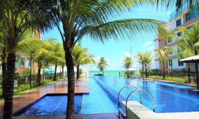 Apartamento a beira mar, estacionamento e piscinas