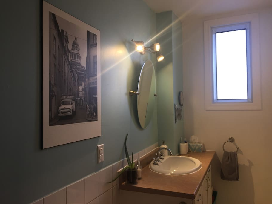Grande salle de bain partagée