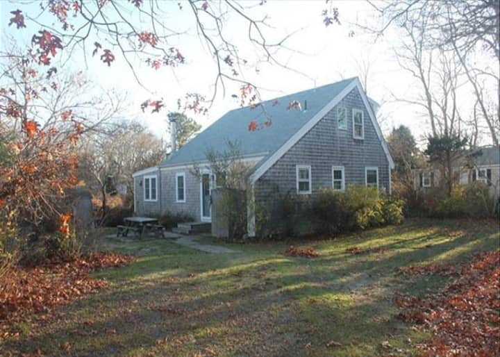 Classic Cape Cod Cottage - Walk to the Bay!