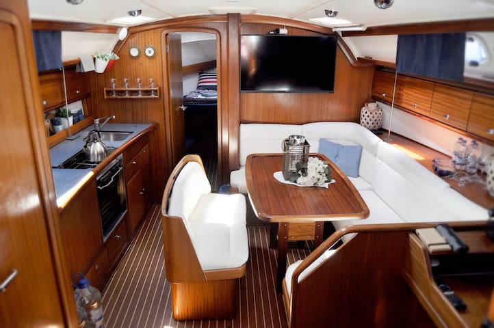 Anemos Yacht