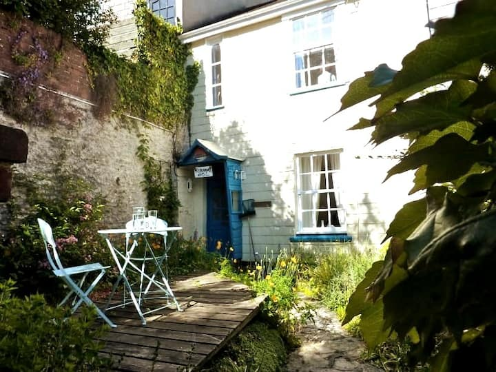 Cosy cottage for 4 in the heart of Dartmouth