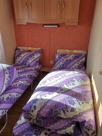 Zwei Einzelbetten mit Aussicht