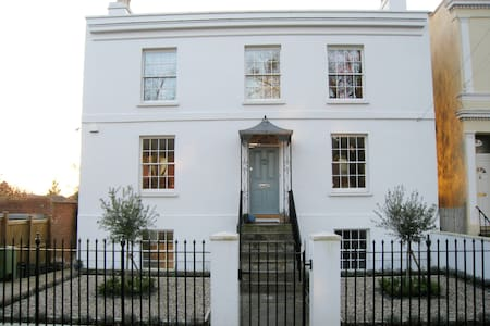 Two bedroom apartment in a Regency villa - Cheltenham - Wohnung