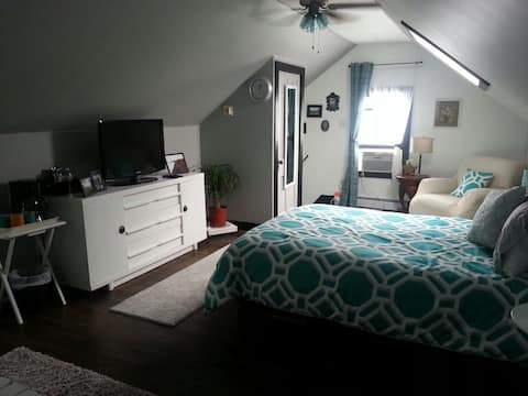 Comfy private room w/separate entrance