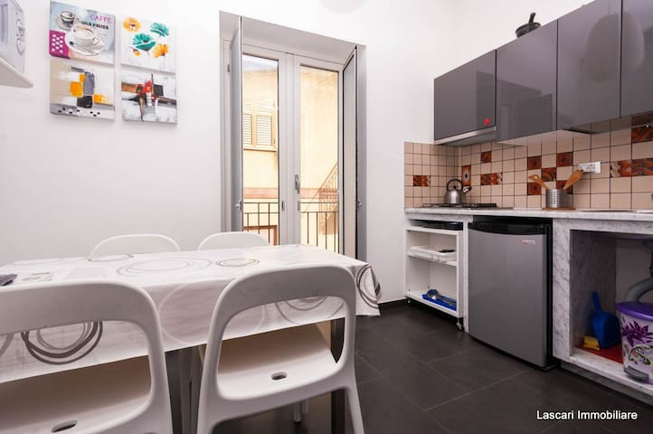 Small modern rooms - Lascari - Appartement