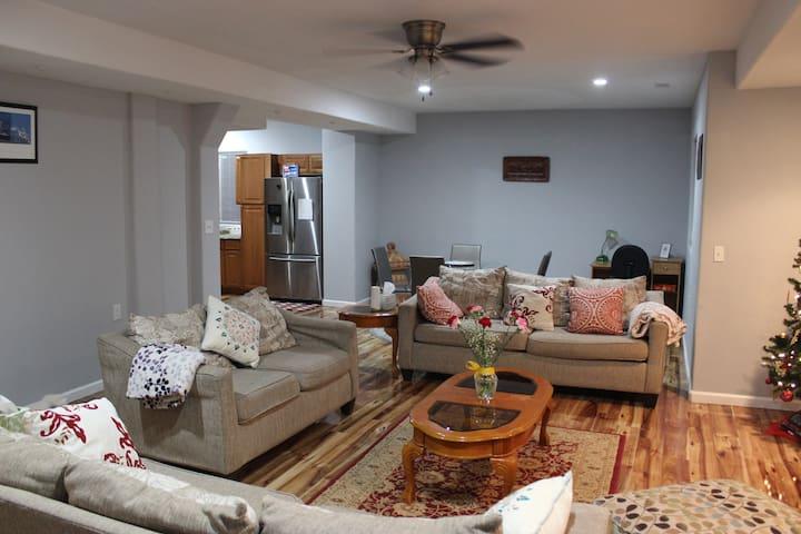 Spacious, cozy basement suite w/ private entrance