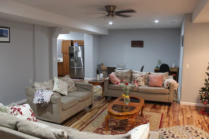 Spacious, cozy basement suite w/ private entrance