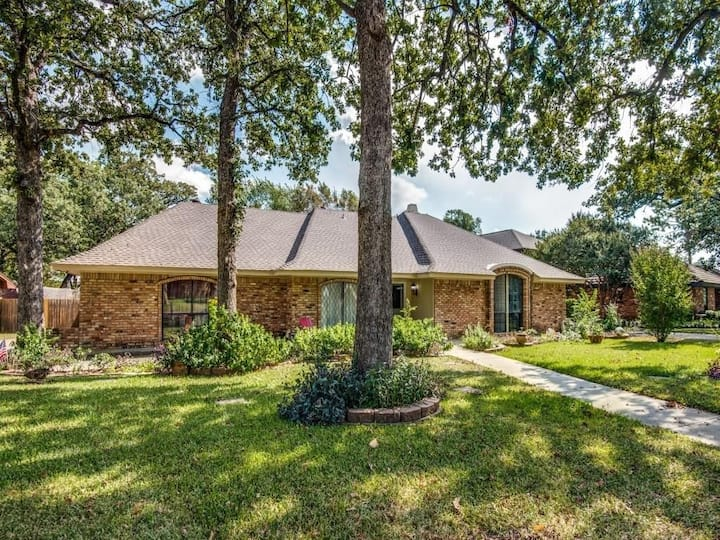 4BR/2BA Home Near Cowboys ✮ Rangers ✮ Texas Live