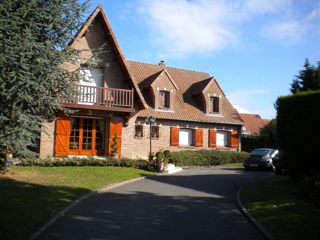 chambre d'hôtes LE CEDRE BLEU - Dainville