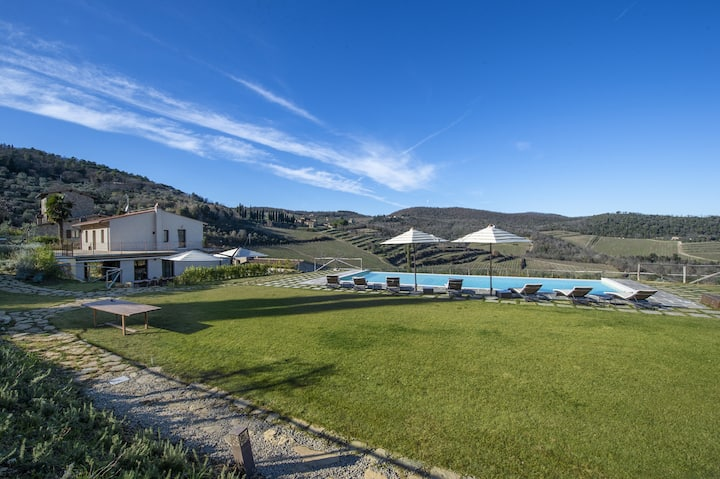 AMORE RENTALS - Villa Il Tinaio with Private Pool, Garden, Terraces and Parking