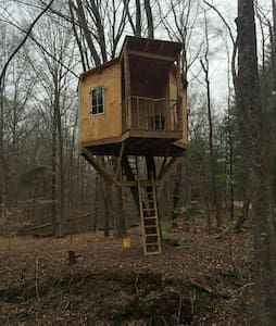 1/2 Hundred Acre Tree House - Bristow