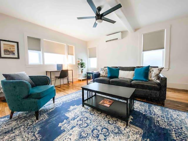 Knightville Landing - Chic Ocean Street Apartment