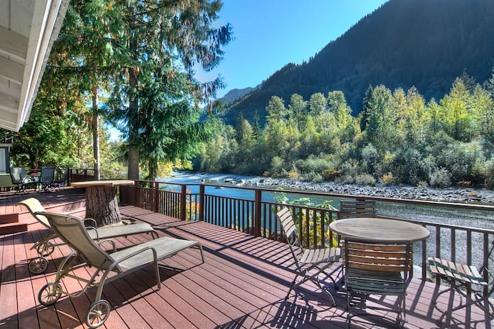 Riverfront Ranch with Hot Tub, Big Deck, Acreage! - Baring - House