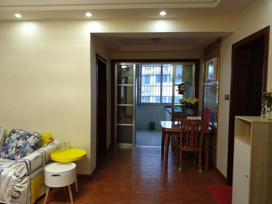 餐厅与厨房相连,方便宽敞。