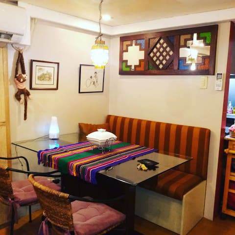 Cambridge Cainta  Designer Loft full AC free wifi