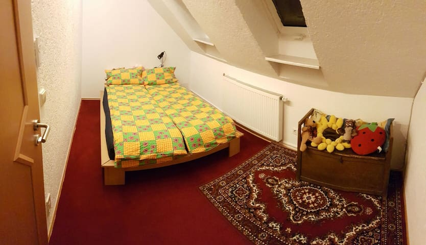 The small bedroom with the double size bed (1,40m)