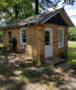 Budget friendly Caddo River Cabin..