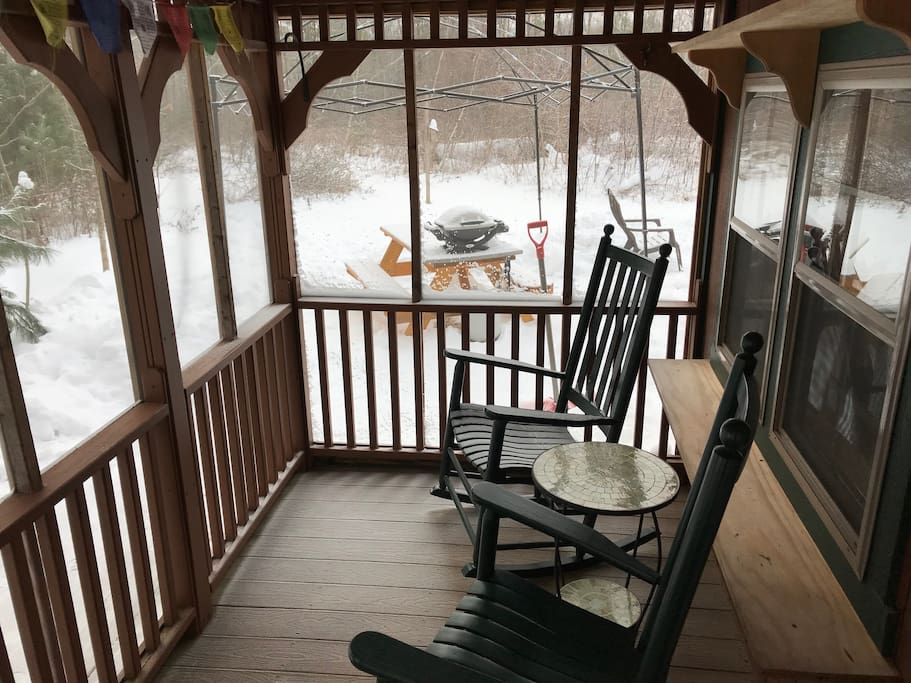 screened porch with 2 rocking chairs