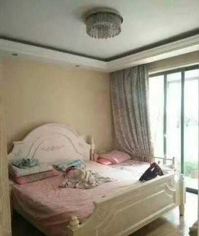 交通方便,周围超市,银行,步行街等,家电齐全,生活配套设施齐全是您的理想居所 - Yangzhou Shi - Apartament