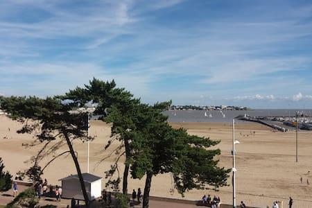 Grand appartement entre la plage et la ville - ロワイヤン - アパート