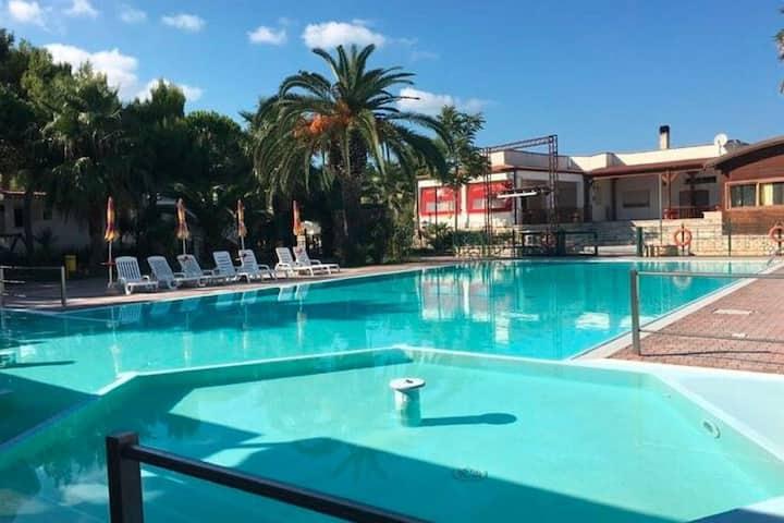 Prachtig vakantiehuis in Vieste met gedeeld zwembad