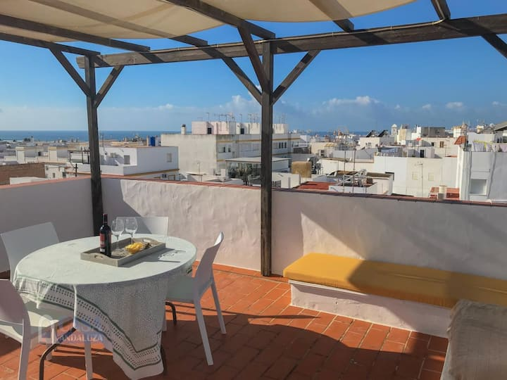 Holiday apartment with roof terrace, close to the beach, sleeps 4.