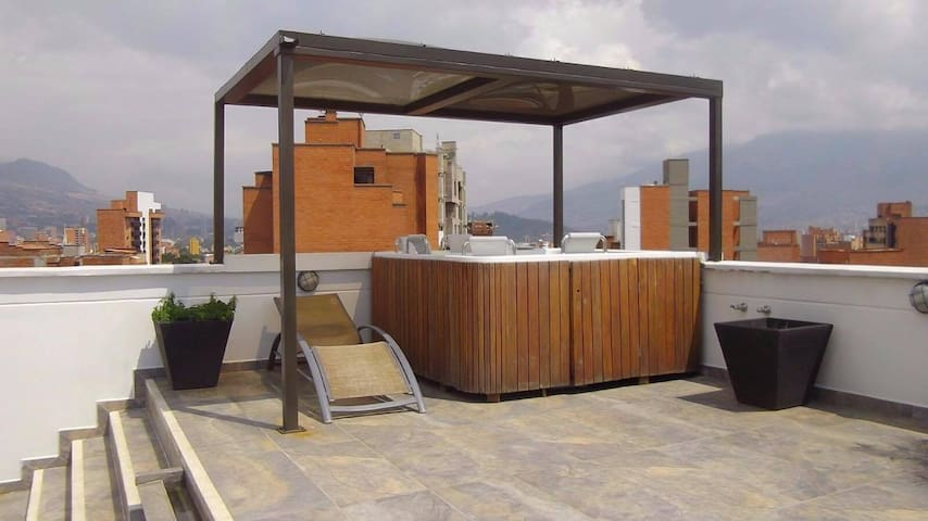 DUPLEX IN THE BEST NEIGHBORHOOD IN MEDELLIN - Medellin - Apartament