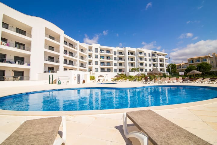 Modern 2 bed, with pool, 700 m from the beach