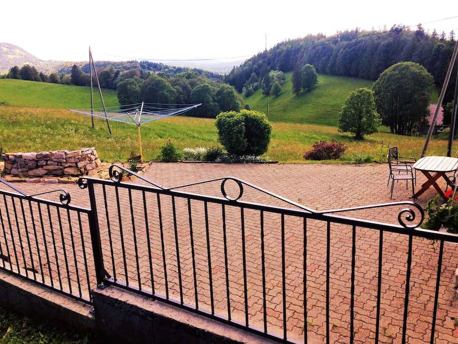 une belle terrasse pour profiter du soleil...