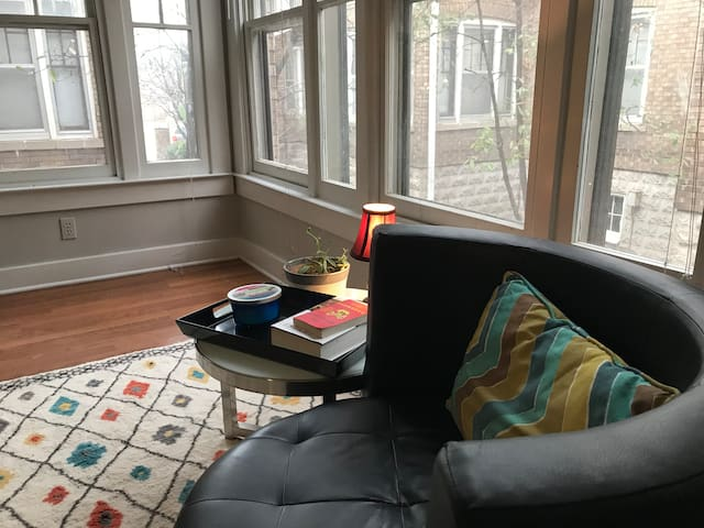 Cozy Apartment In Downtown Proximity