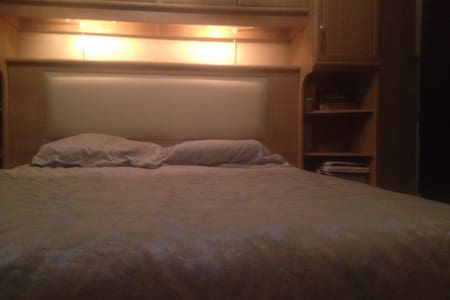 Double Room Quite Neighbourhood - Stoke-on-Trent