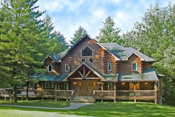 Eagles Nest Lodge  - Ultimate Vacation Destination