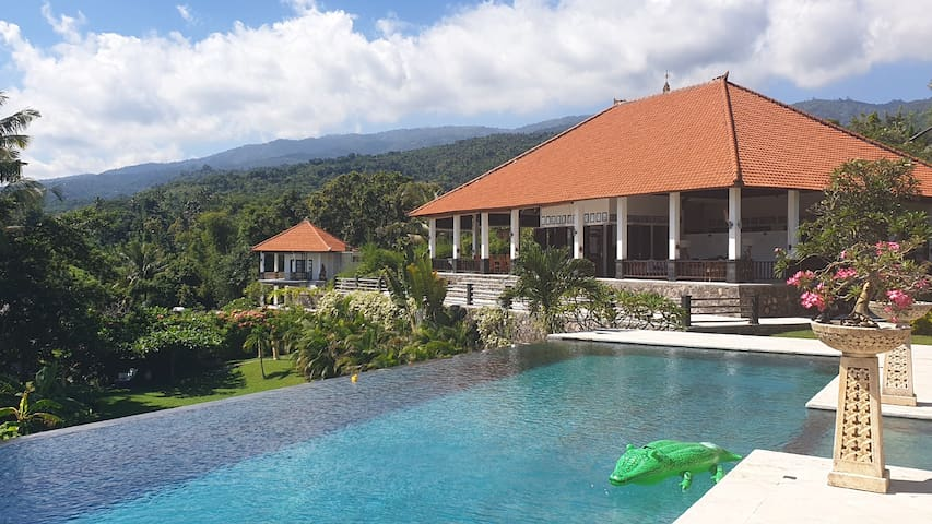 Villa Dewi Sri, Luxury 5 Star villa, Fantastic Views, Tranquillity & the best Service, Private & Privacy! Yoga retreat