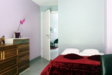 Private room close to the city centre - Apartamento