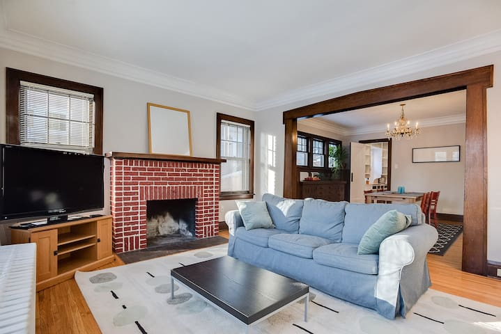 Spacious Uptown 3-Bedroom Near Several Lakes