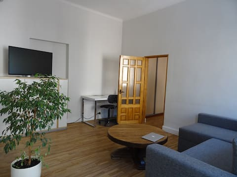 Modern 2-room APT in city CENTER 5min from STATION