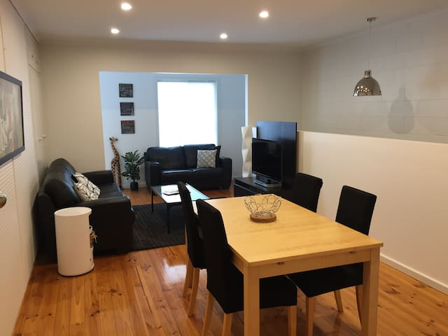 Large Glenelg Apartment - Malcolm Street ELEVATION - Glenelg East - Apartamento