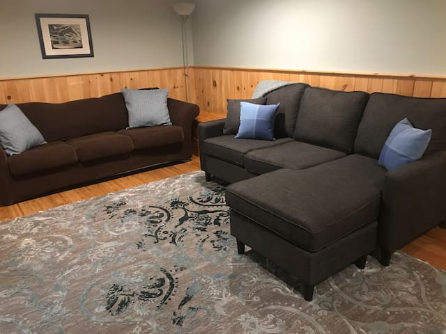 Walk to beaches, 20min to Portland (2nd BR avail.)