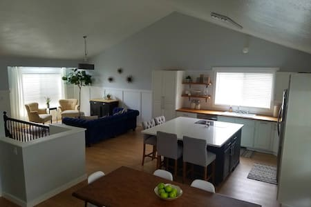 3b 2ba located 15 min to anything in SLC valley - Midvale - Casa