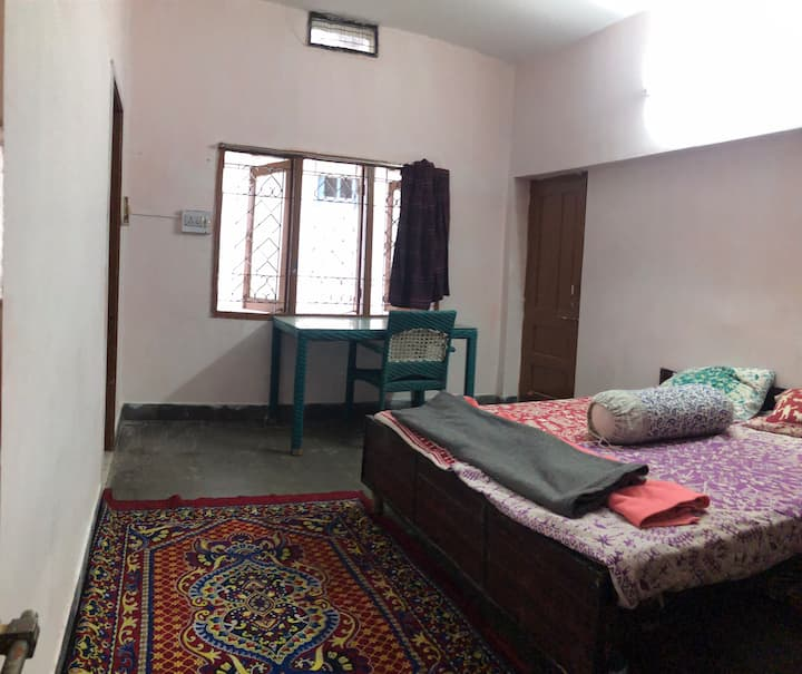 Private Single, Double Rooms @350 upto 800/n GH2.0