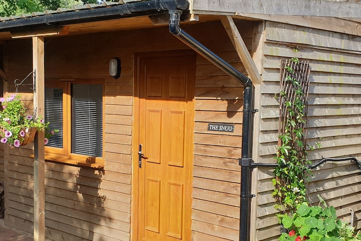Private New Forest cabin with en-suite bathroom