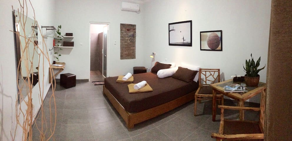 "Cozy Private Room/Pool 4 ""Greets from M Jordan"" - Ngaglik - Rumah Tamu"