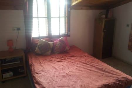 private room in the heart of town - Wohnung