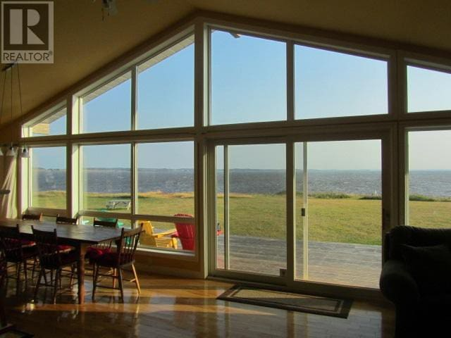 Stunning Waterfront PEI Cottage - Kensington - Cabana
