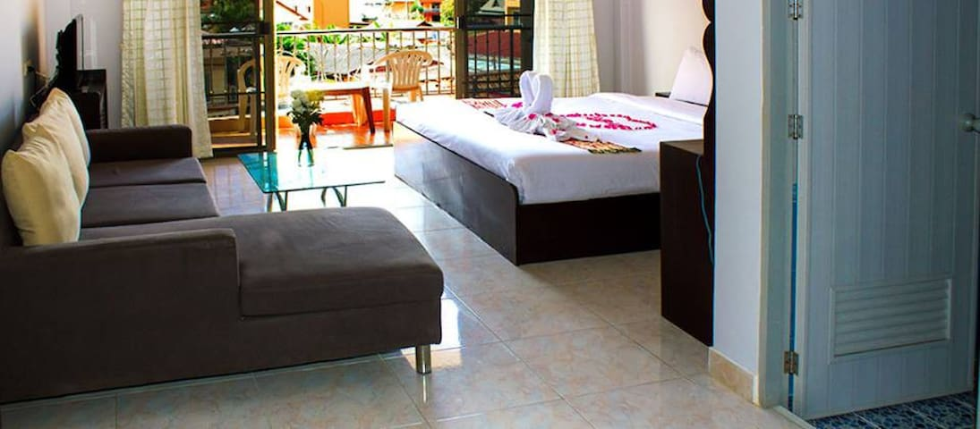 Spacious Private Room with Bathroom - Tambon Patong - Outros
