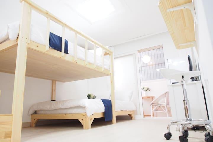 Private 2Double Room-1Min Exit#3 of Hongik Station - Mapo-gu - Apto. en complejo residencial