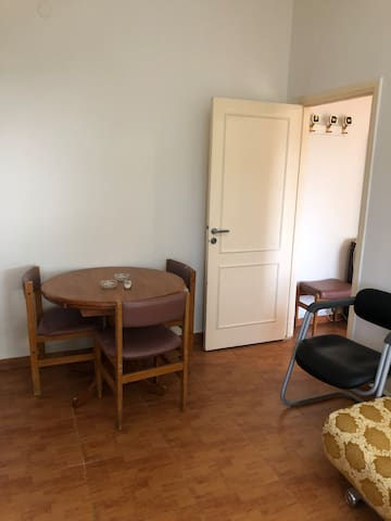 Spacious apartment 5 mn. walk to pubs and restos